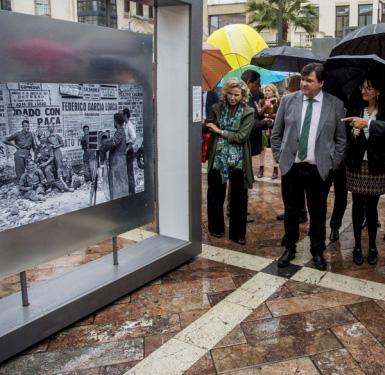 Exposición '50 fotografías con historia' de Latitudes.