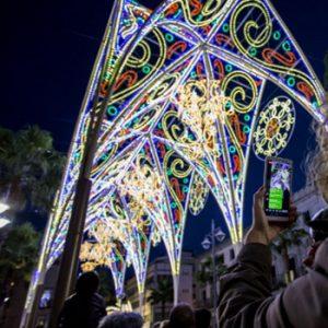 En marcha el montaje del alumbrado de Navidad de Huelva Capital