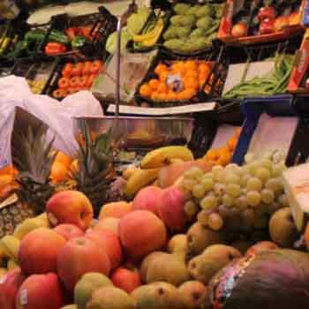 Los Mercados Municipales del Carmen y San Sebastián ofrecen compras por teléfono